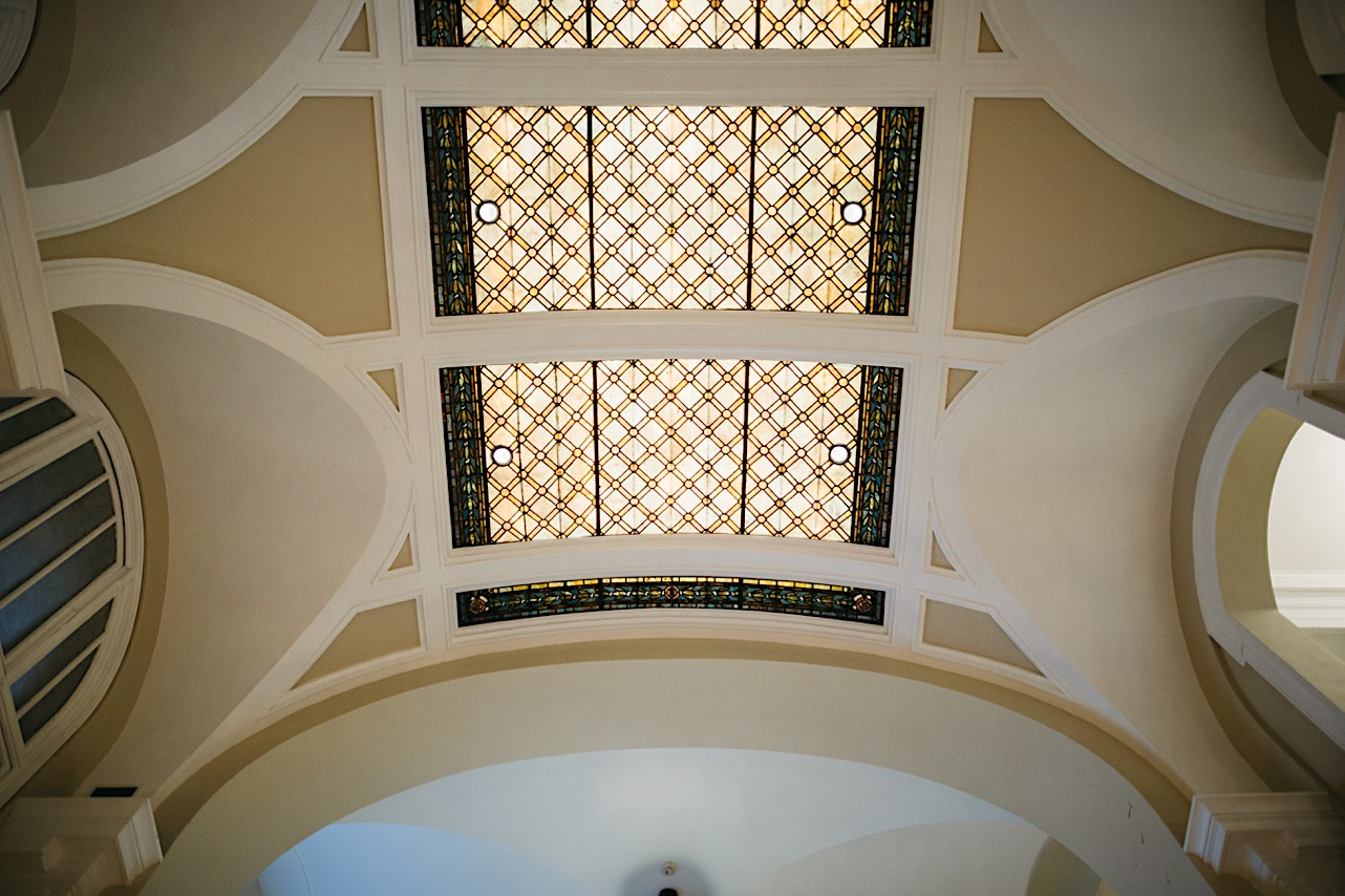 photo of the courthouse ceiling at a halloween elopement