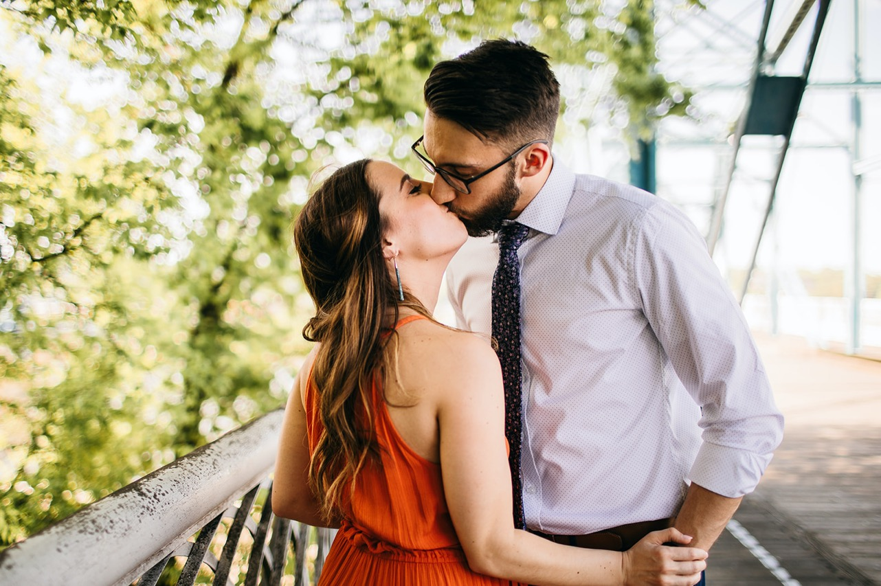 A couple kisses on the Walking Bridge in Chattanooga.